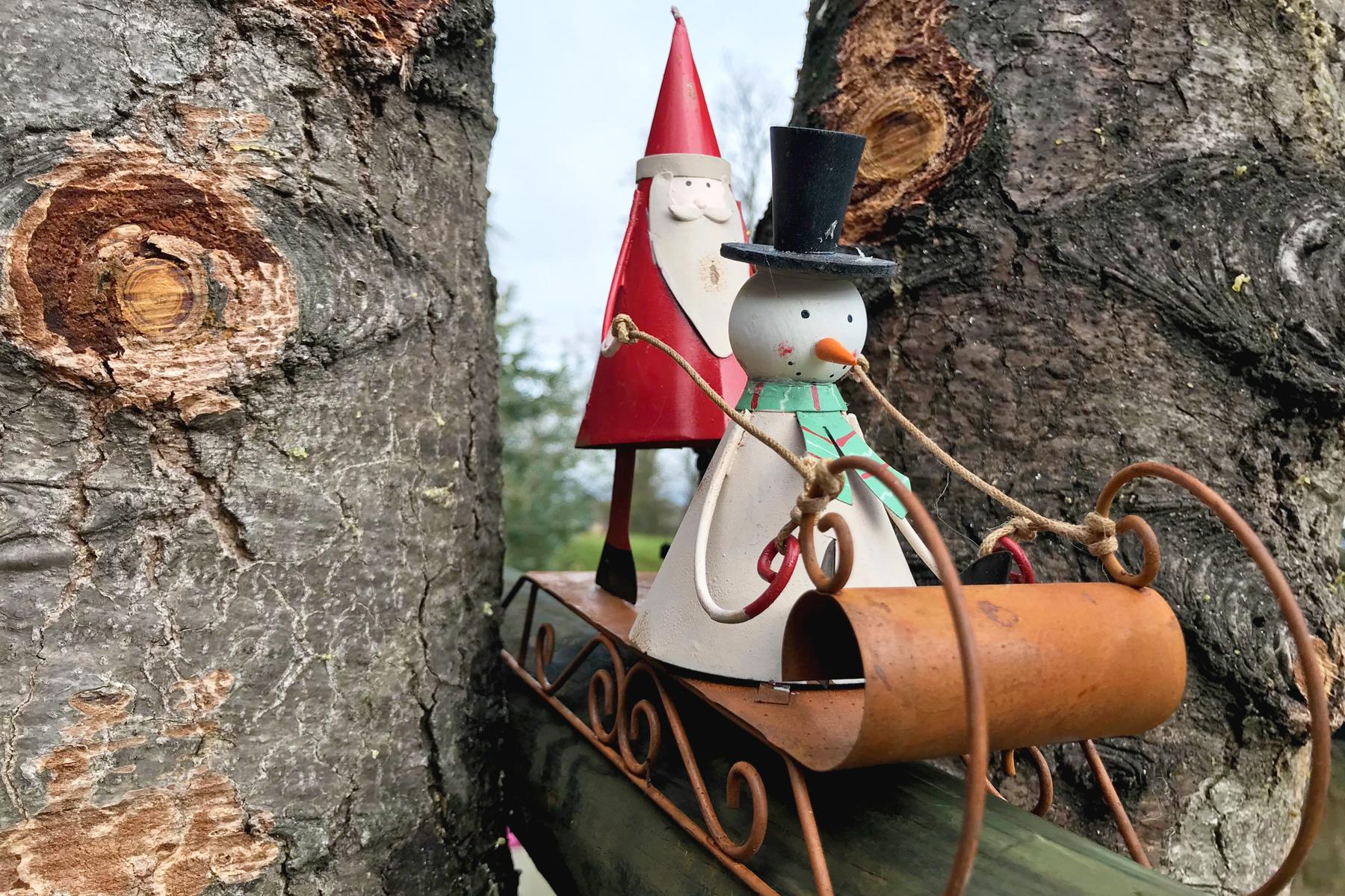 Playlist de Noël, Santa et Snowman sur une luge