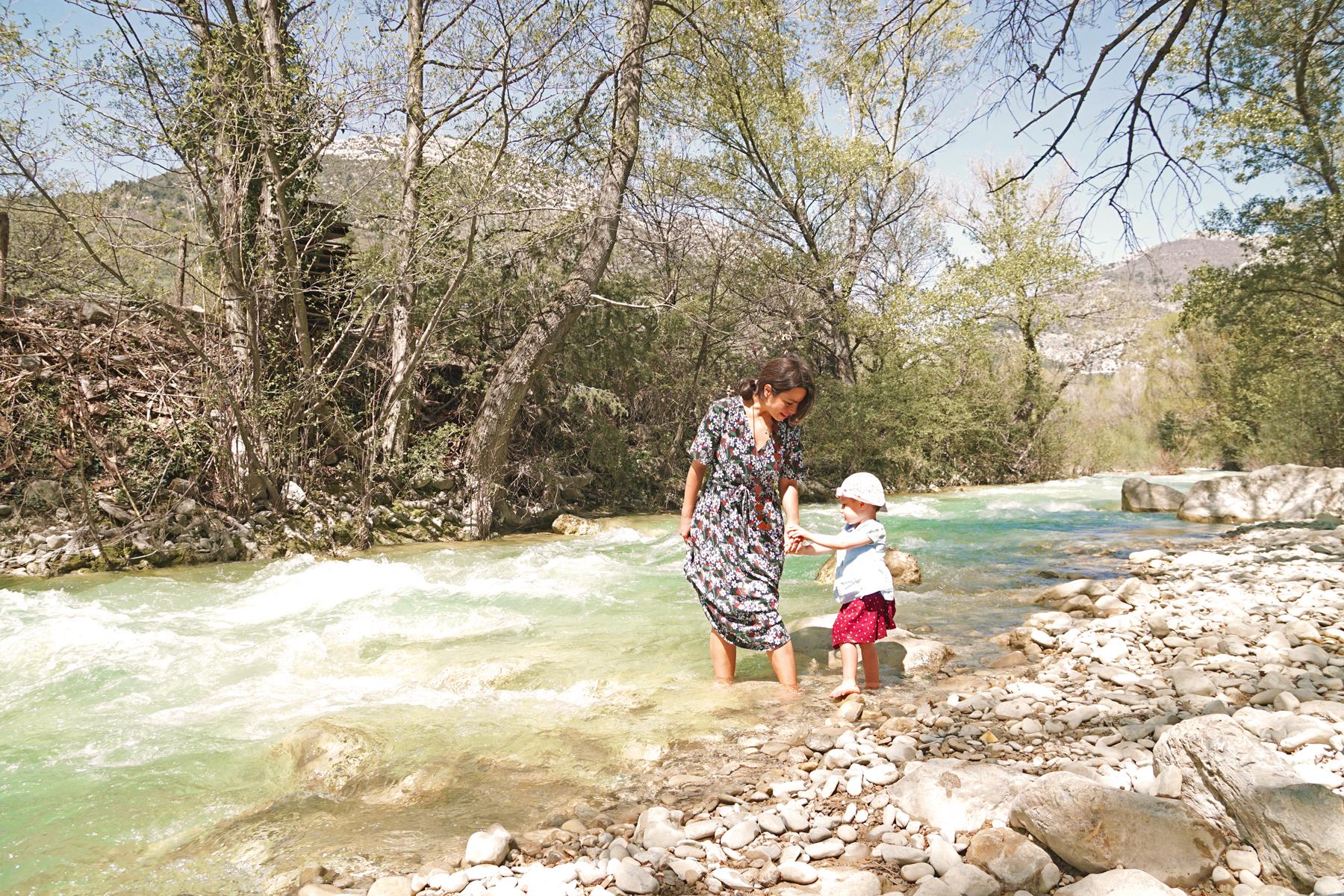Mère et fille, rivière Ouvèze, Drôme provençale