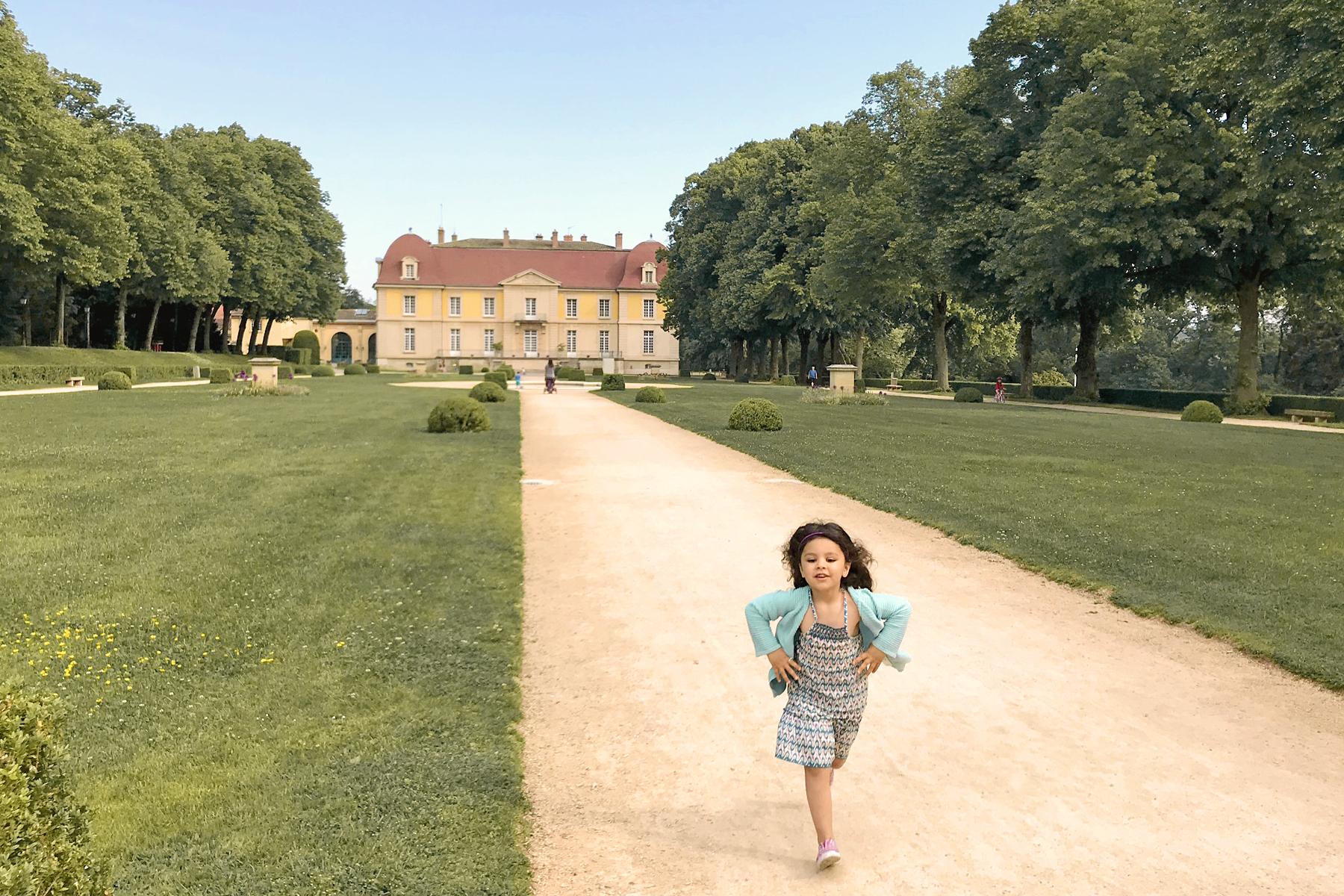 Petite fille au Domaine de Lacroix Laval