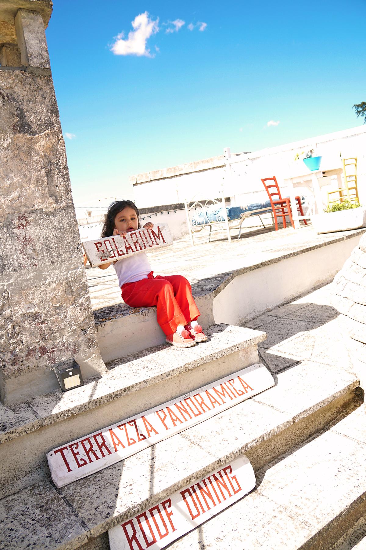 Petite fille à Dimore Don Carmelo, Locorotondo, Italie