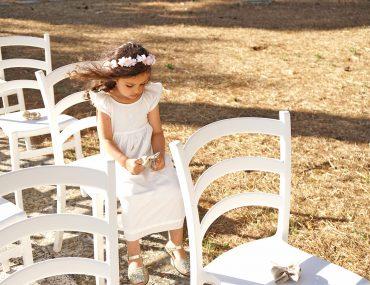 Petite fille en tenue de cérémonie Cyrillus, Chaussures Minorquines, mariage Italien