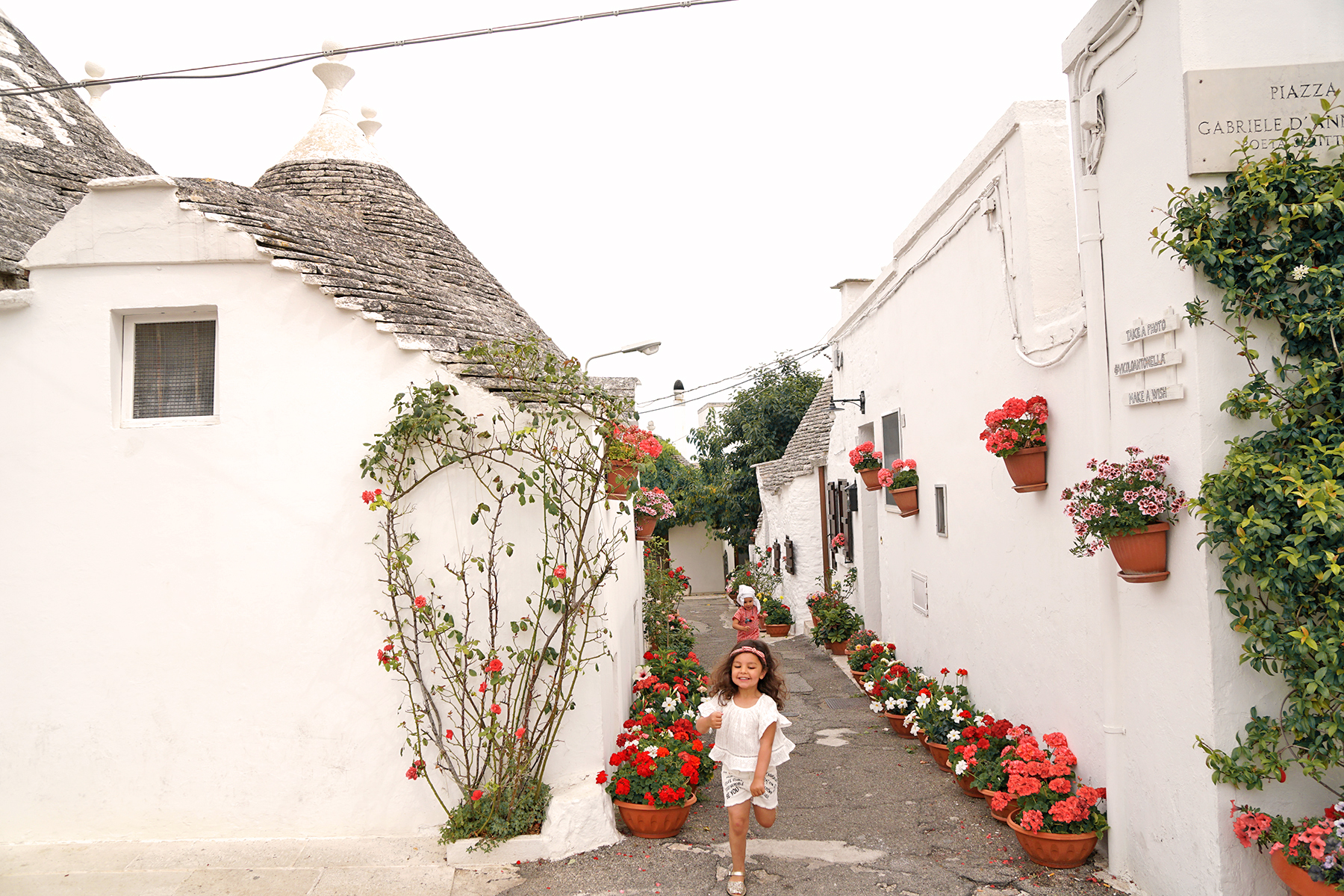 Petites filles à Alberobello, Pouilles Italie
