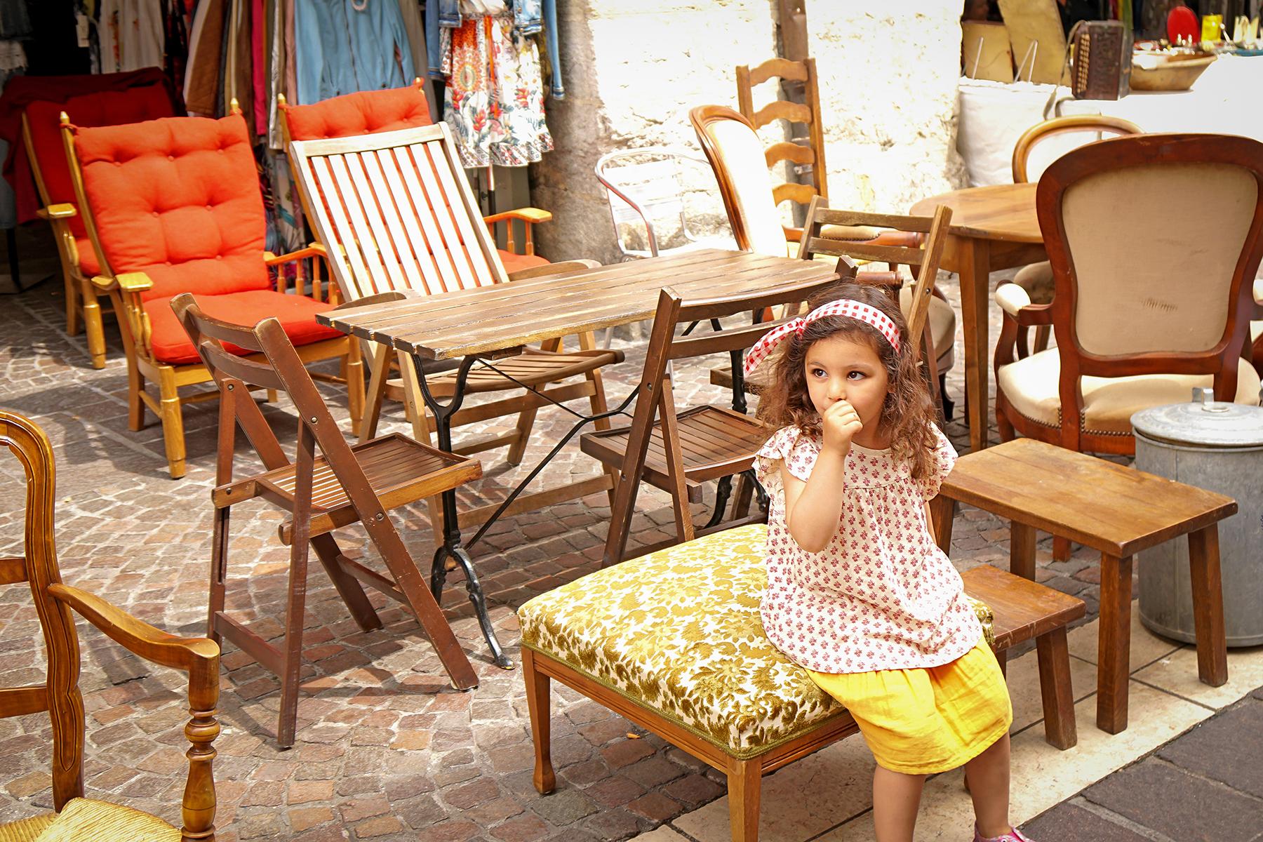 Petite fille à la brocante Annecy