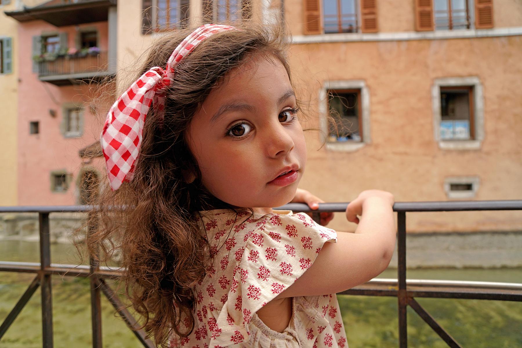 Petite fille à Annecy