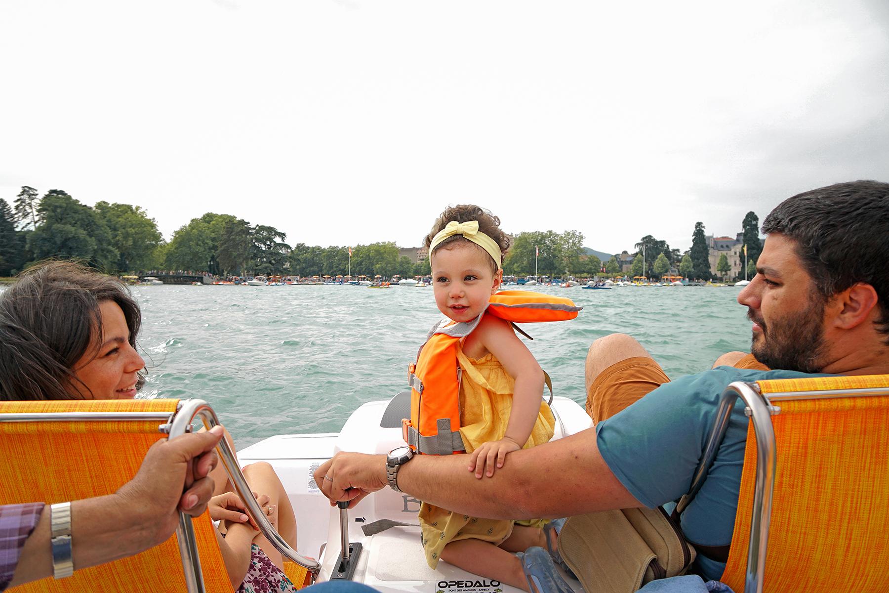 Une famille au lac d'Annecy