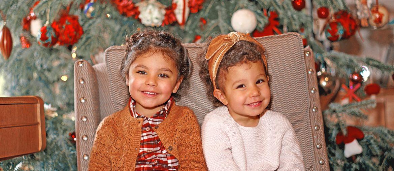 2 soeurs devant le sapin de Noël, des fêtes relax