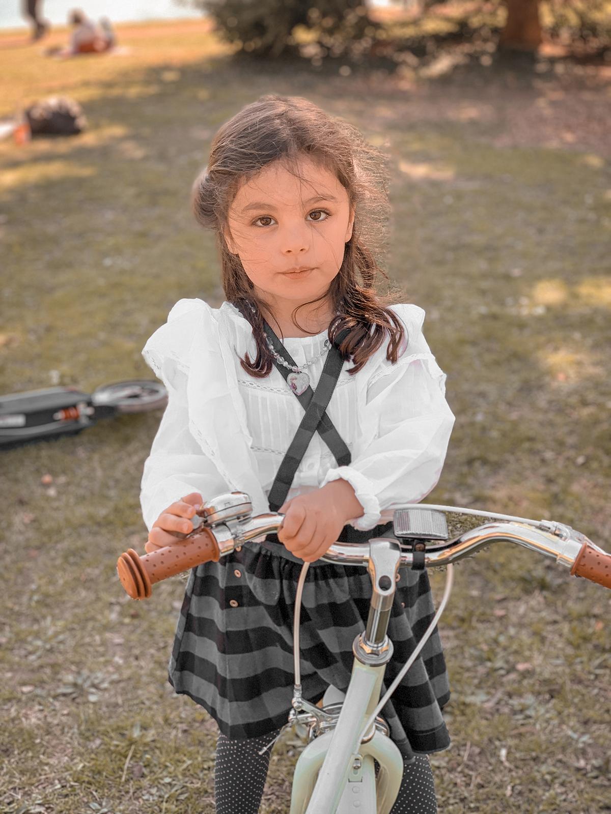 Romy sur son vélo