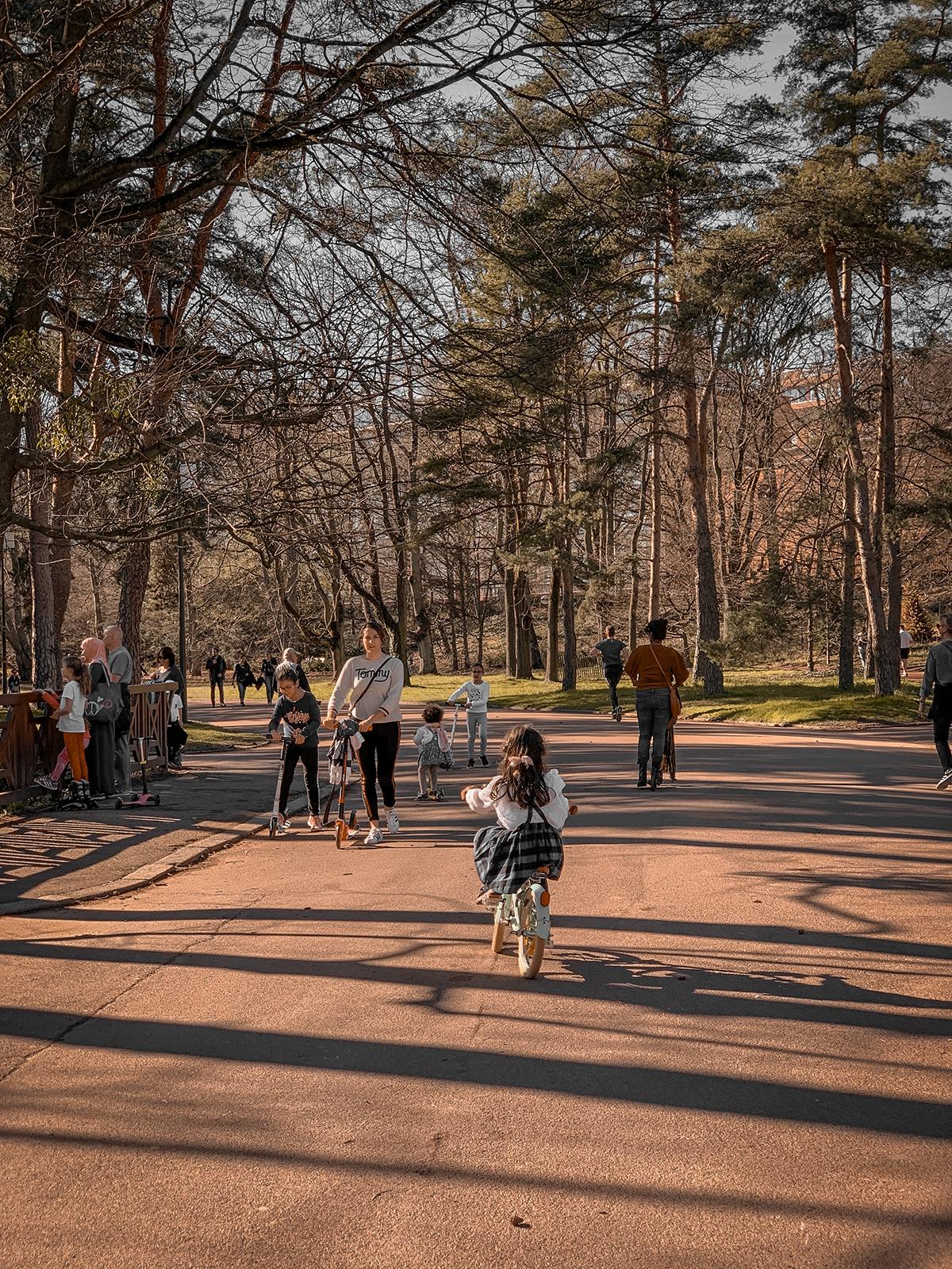 Romy à vélo au Parc de la tête d'or