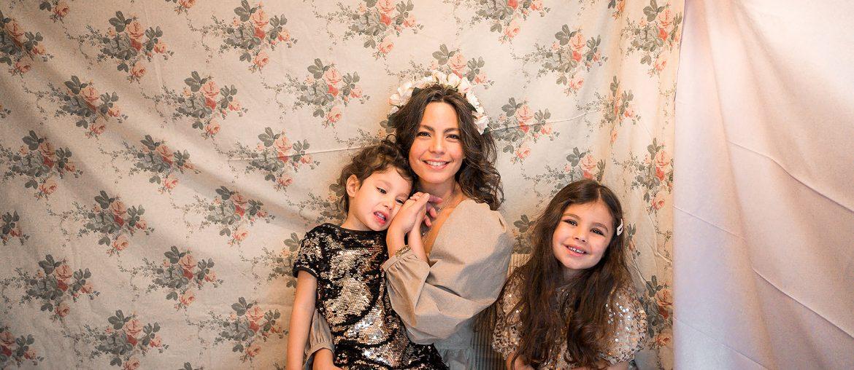 Fêtes de fin d'année 2019, photo de famille, mère et filles