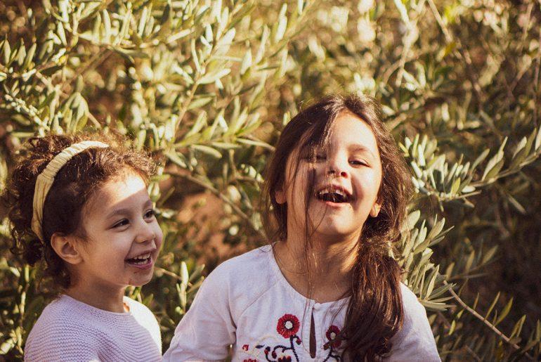 Soeurs devant l'olivier