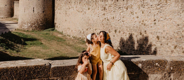 Mère et filles à Carcassonne